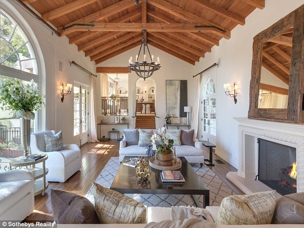 Rustic interior design - Tyra Banks's living room