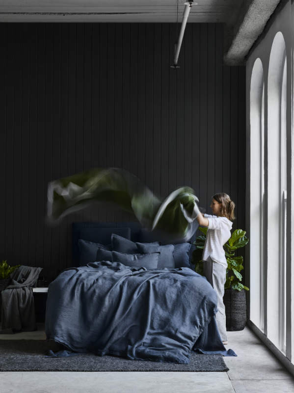 SHEETSONTHELINECOMAU-PURE_LINEN-QUILT_COVER-DEEP_SEA-NAVY-WR-1