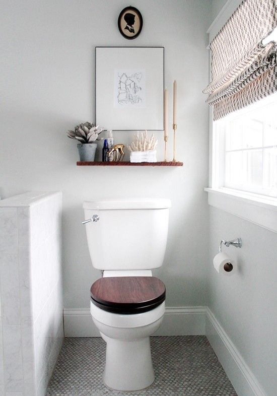 Small bathroom ideas - shelf and wallart about toilet