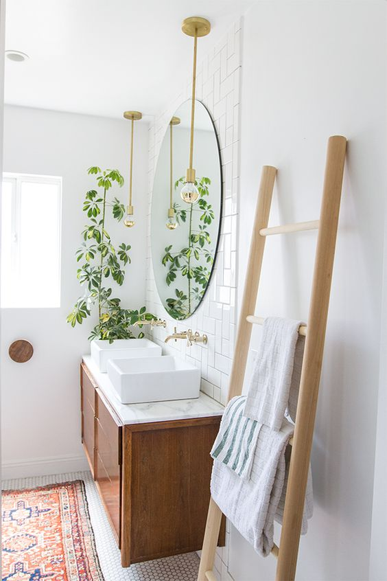 Small bathroom ideas - natural ladder and greenery