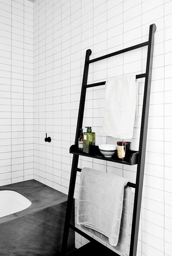 Small bathroom ideas - monochrome ladder look