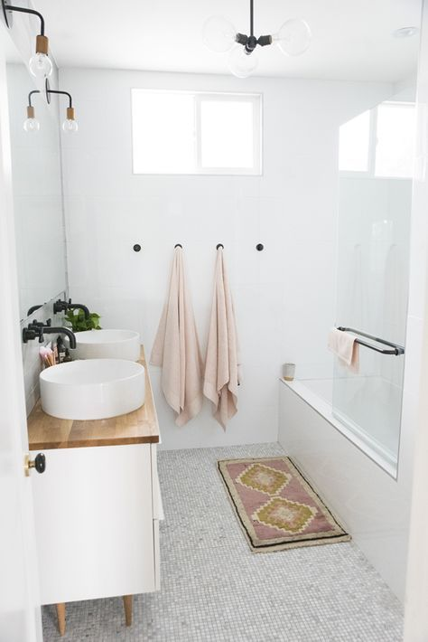Small bathroom ideas - hooks and pink towels