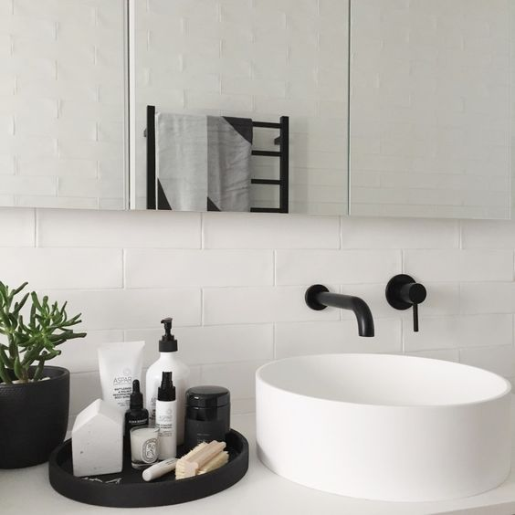 Small bathroom ideas - black tray and white tiles