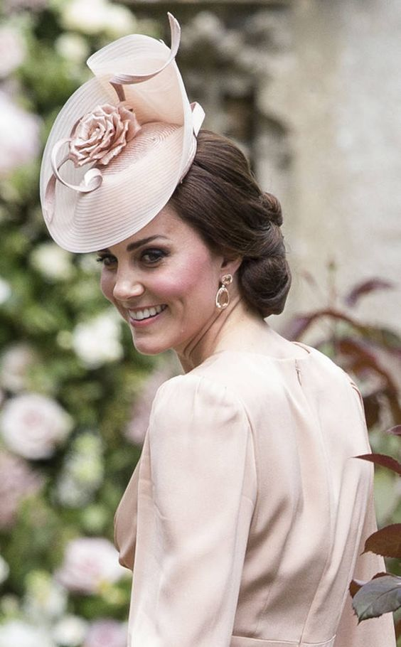 Queen's birthday - Kate Middleton hat in pink