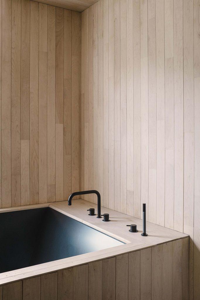 japandi bathtub