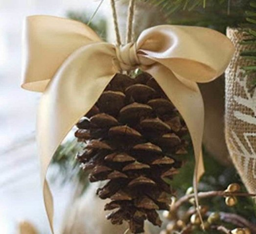 Christmas tree decorating feature image
