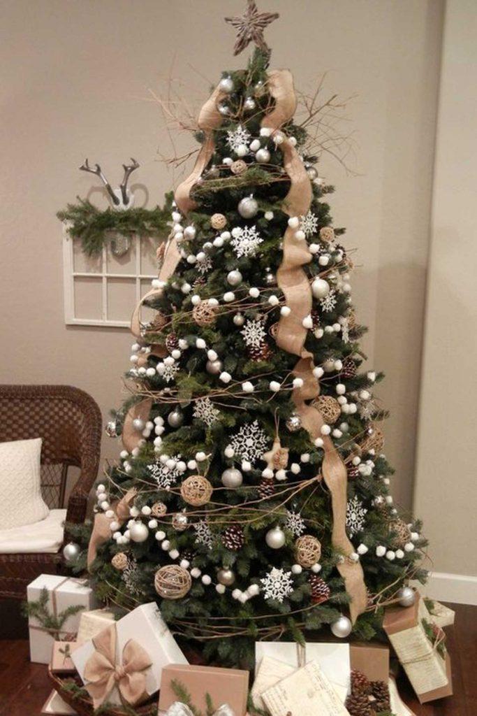 Christmas tree decorating garlands