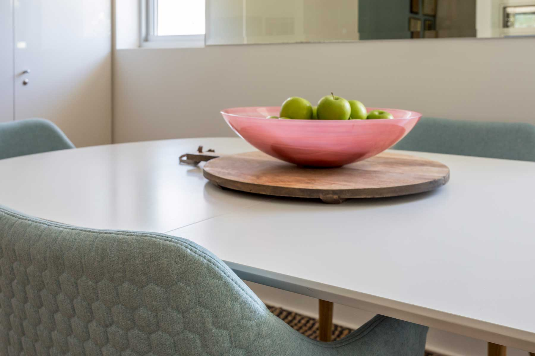 Robyn's vibrant beach apartment - after - fruit bowl