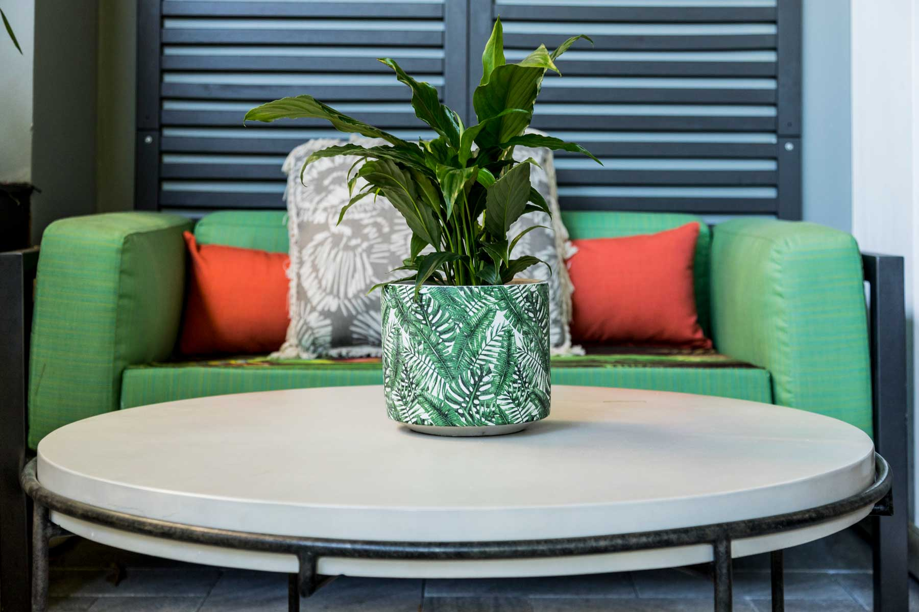 Robyn's vibrant beach apartment - after - porch table