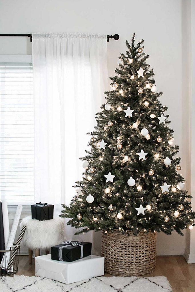 Christmas tree decorating lighting