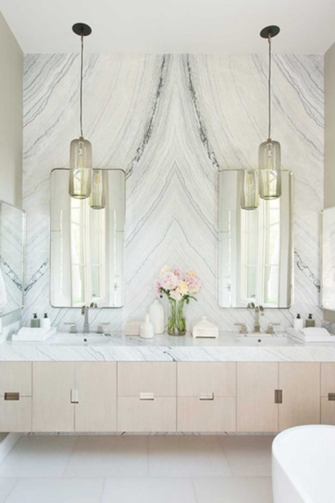 luxe bathroom decor