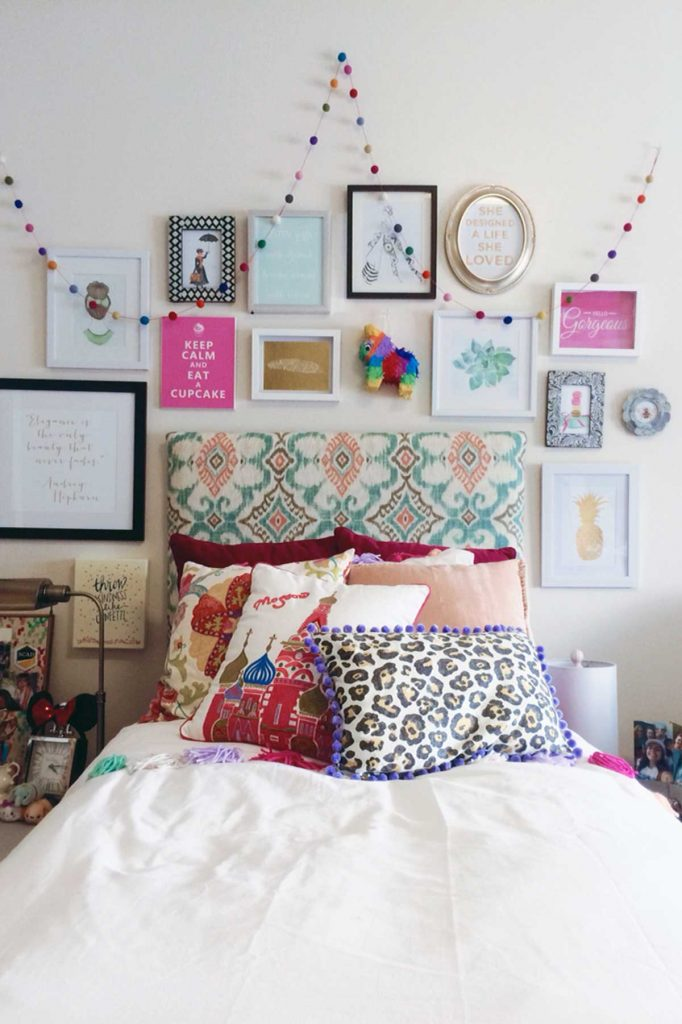 tween-age bedroom gallery wall