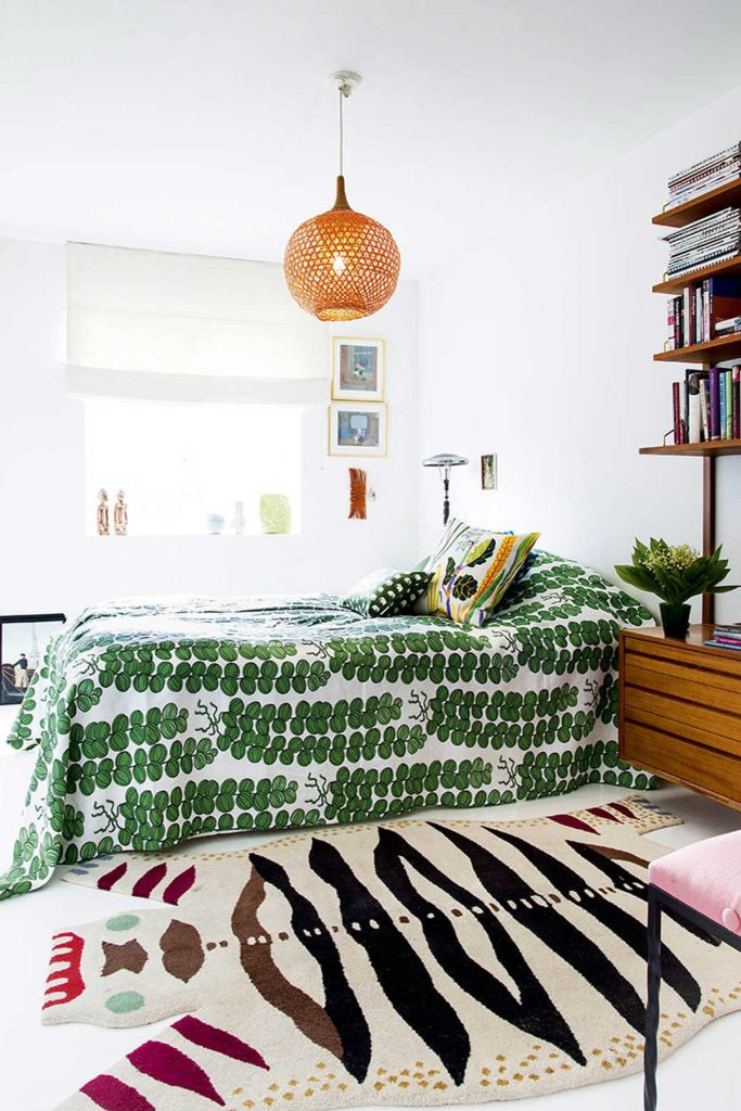 tween-age bright green bedsheets