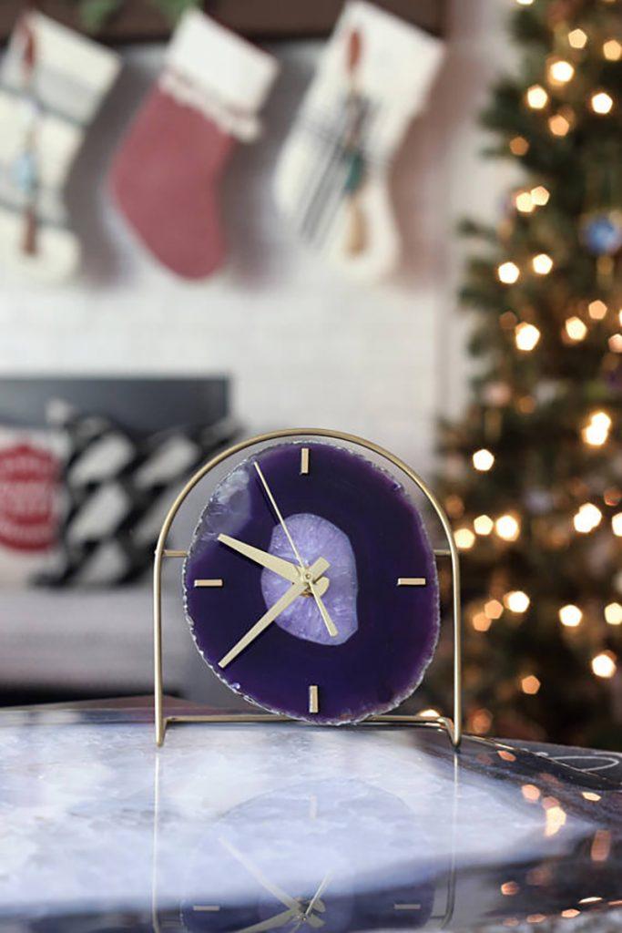 pantone 2018 clock