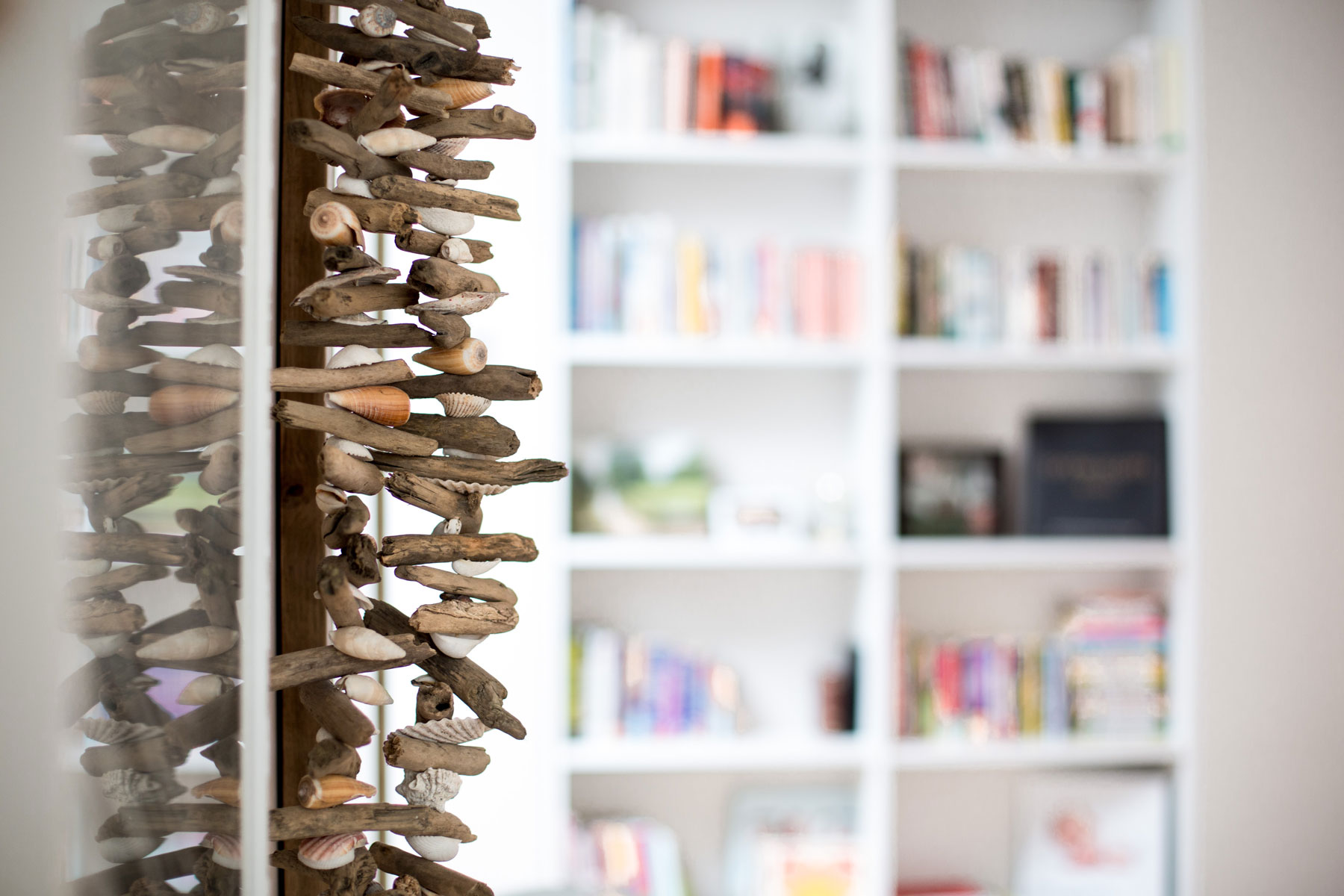 Corinna decorations and bookshelf - after